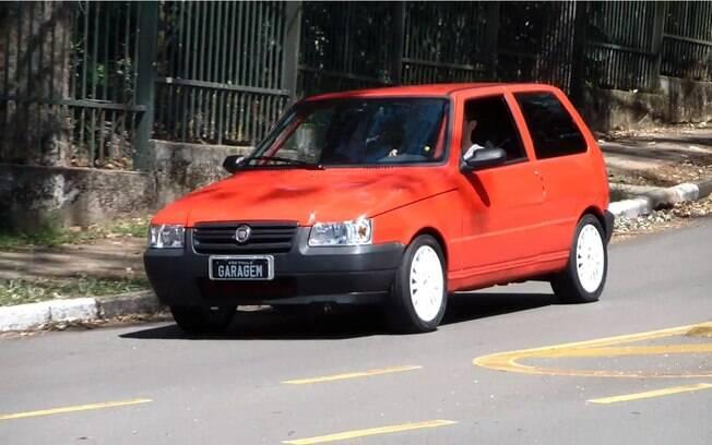 Fiat Uno personalizado é conhecido como R-Uno, pela sua mecânica de Yamaha R1, que gira até 15 mil RPM