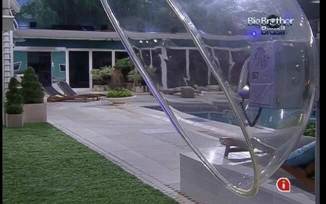 Big Fone fica na área externa da casa durante esta edição do