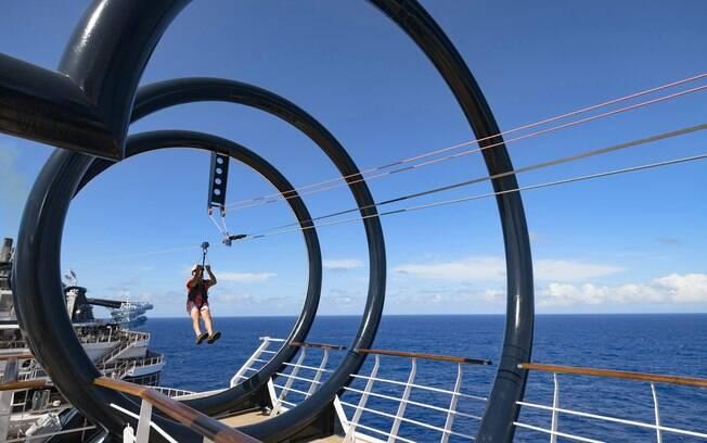 Em alguns navios da MSC Cruzeiros há opções de tirolesas que percorrem a embarcação e garantem um belo visual do mar