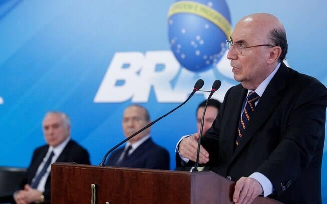 Henrique Meirelles acredita que manutenção de ministros da ala política é essencial para avanço das reformas