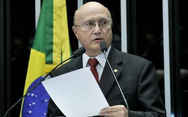 Presidente do CCJ, Serraglio negou que esteja beneficiando Cunha com os prazos prolongados