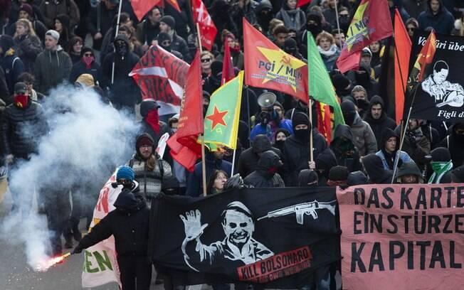 Sindicalistas levaram faixa com a frase