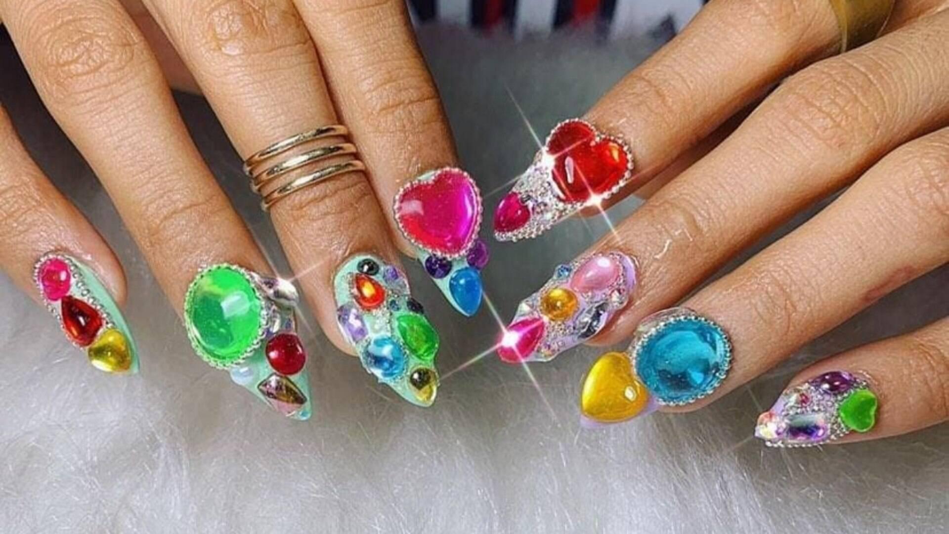 Unhas Decoradas Com Pedras São A Nova Tendência De Nail Art