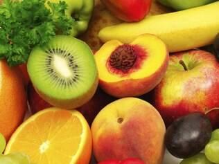 Frutas e verduras folhosas fazem parte da dieta mediterrânea
