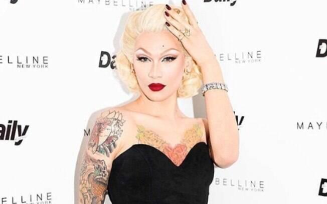 Feminina por natureza, Miss Fame sabe trabalhar seu rosto. Expert em moda, ela usa suas vantagens a seu favor para sensualizar e chamar atenção