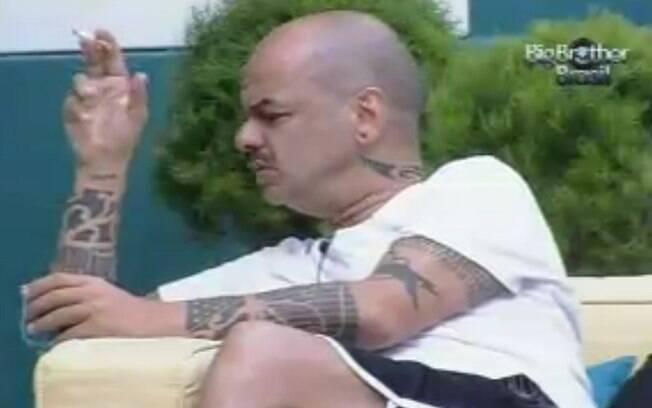João Carvalho acho que Fael pode ficar na casa por ter dado o colar do Anjo para João Maurício