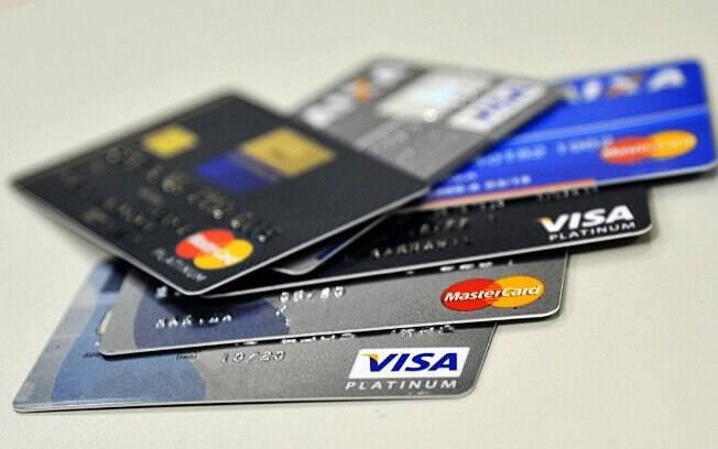 As taxas do cheque especial e do rotativo do cartão de crédito são as mais caras entre as oferecidas pelos bancos