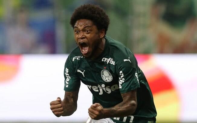 Luiz Adriano marcou o gol da vitória do Palmeiras