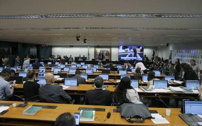 CCJ da Câmara aprovou PEC que torna obrigatório o voto impresso