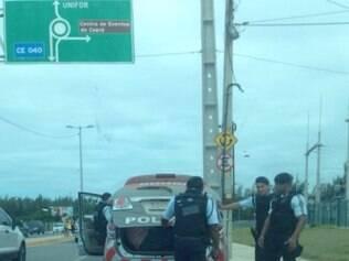 Cambistas foram detidos e tiveram ingressos apreendidos nos arredores do estádio Castelão, em Fortaleza