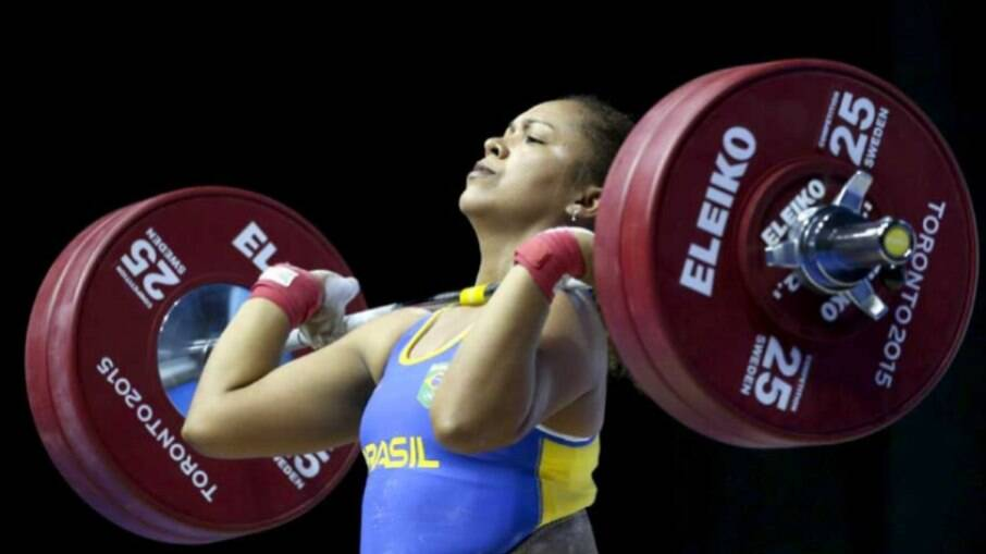 Jaqueline Ferreira fica fora da disputa de medalhas no levantamento de peso