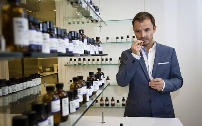 Jérôme Epinette, perfumista sênior da Robertet Fragrances, criou os perfumes da coleção de Sonia Kashuk para Target, e muitas outras fragrâncias de luxo