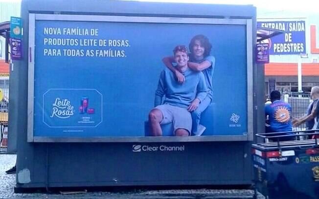 Nova campanha do Leite de Rosas inclui casais gays