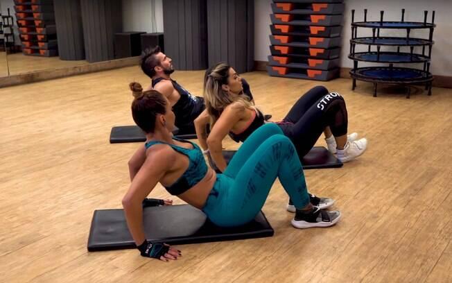 Flexionar os tríceps colabora com a diminuição da gordura localizada e da flacidez da pele