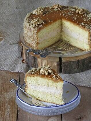 Pão-de-ló é curinga. Pode ser usado em bolos confeitados, naked cakes e até bolos gelados