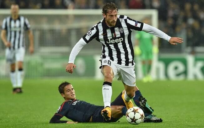 6f30f53efb Marchisio consegue escapar da marcação de Affelay