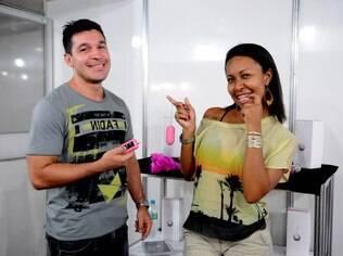 O radiologista Felipe Carvalho, 31 anos, e a professora Eliza Santos, 30, namoram há quatro meses e foram atraídos pela proposta de produtos eróticos na linha light