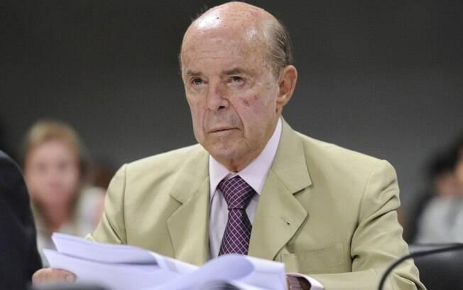 Dornelles já foi procurador-geral da Fazenda Nacional, secretário da Receita, ministro  e senador