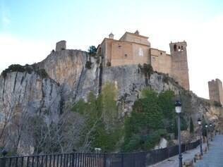 Colegiata. Fortaleza muçulmana, igreja e hoje monumento nacional em Alquézar