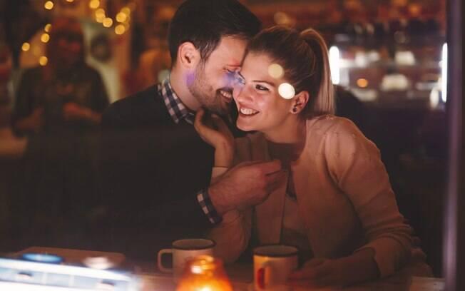 Solteiros também procuram um caso ou uma aventura em site de relacionamento extraconjugais
