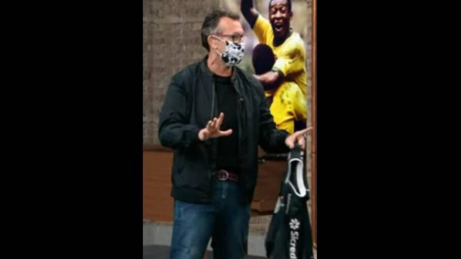 Neto apresenta programa de máscara