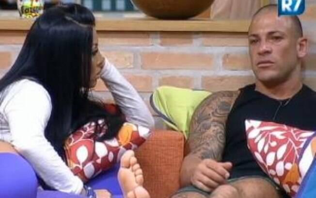 Rodrigo Simões se emociona ao falar da mãe e do irmão