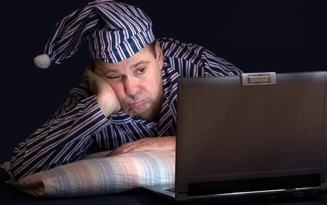 Se você quiser uma boa noite de sono, deve ficar longe dos eletrônicos antes de dormir, além de maneirar no café