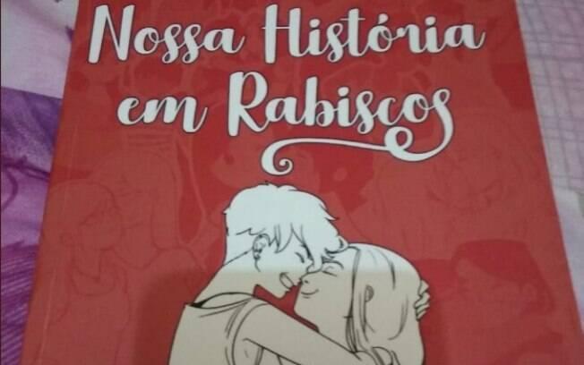 A ilustradora fez o pedido de casamento à namorada em um livro com desenhos de momentos marcantes do casal