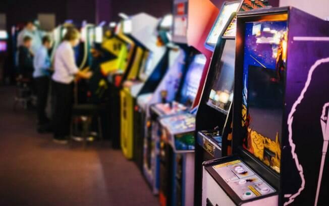 Passar a tarde num arcade jogando jogos em dupla que vocês dois adoram pode ser uma ótima ideia