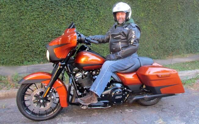 A cor laranja especial da Harley-Davidson Road Glide Special tem faixas em preto fosco
