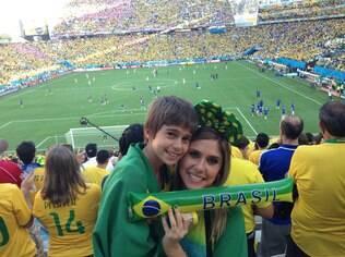 Gabriela Pasqualin e o filho Felipe no Itaquerão