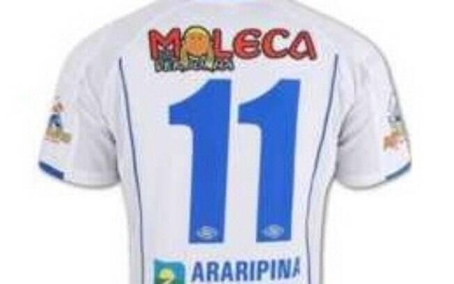 O Araripina, clube de Pernambuco, levou nas costas o anúncio da banda de forró Moleca sem Vergonha