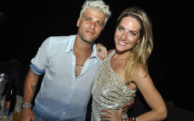 Bruno Gagliasso e Giovanna Ewbank curtiram a noite da virada do ano em Fernando de Noronha, Pernambuco