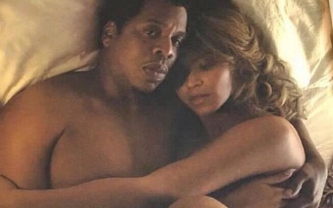 Beyoncé e Jay-Z posam de forma íntima e picante para livro da turnê On The Run II