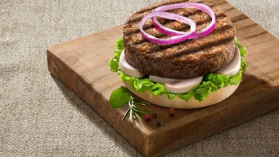 O hambúrguer de quinoa é uma ótima opção para os vegetarianos