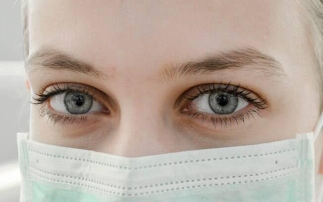 Confira dicas de como realçar o olhar mesmo usando máscara