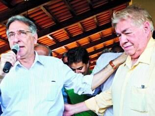 Festa.  Fernando Pimentel esteve ao lado de Newton Cardoso durante sua comemoração de aniversario