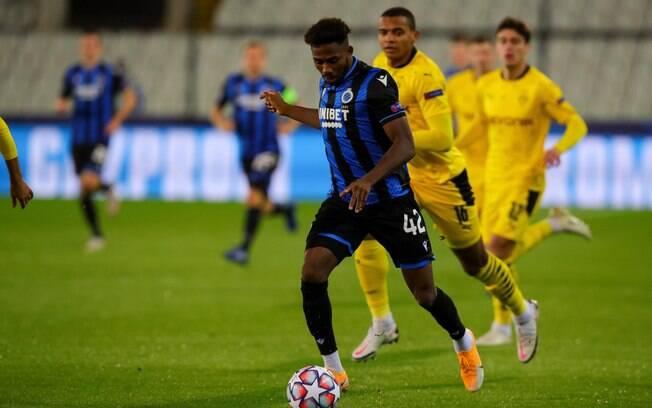 Emmanuel Dennis não entrará em campo pelo Brugge contra o Borussia