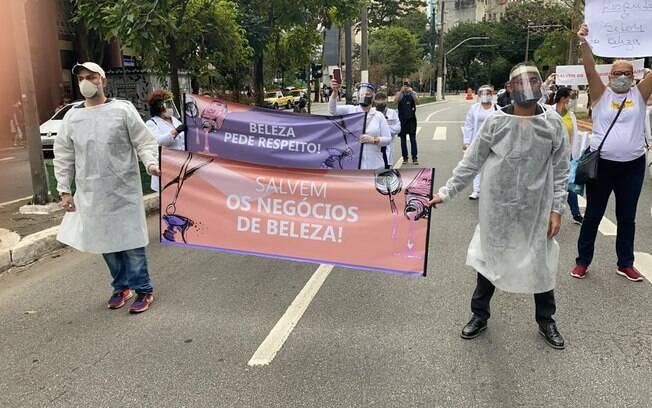 Comerciantes protestam em SP em frente à Câmara Municipal
