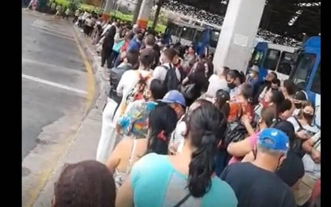 Terminal Central tem registro de aglomeração na espera por ônibus