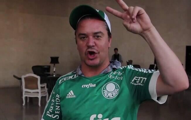 Mike Patton com a camisa do Palmeiras