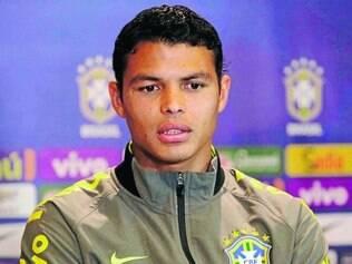 Magoado.  Thiago Silva está incomodado com reserva na seleção