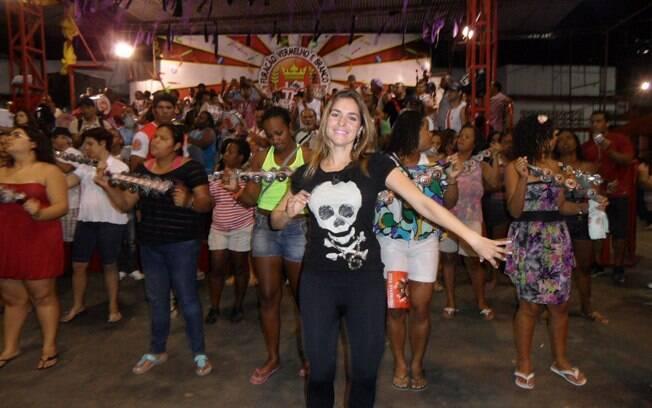 Monique Alfradique é a rainha de bateria da Viradouro