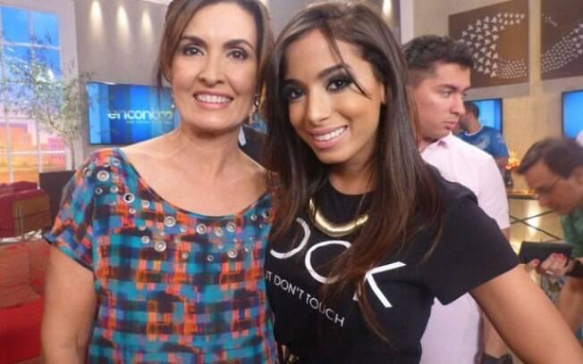 Anitta com o visual desatualizado no programa 'Encontro com Fátima Bernardes'