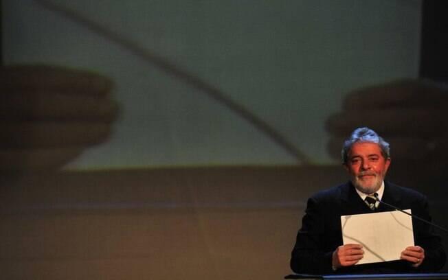 Ministério Público Federal denunciou  à Justiça de Brasília o ex-presidente Luiz Inácio Lula da Silva e outras seis pessoas