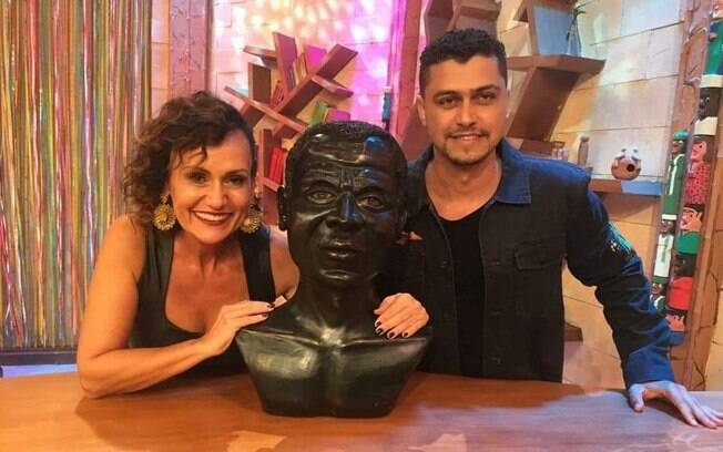Leandro Junior participa do programa Ritmo Brasil, de Faa Morena, na RedeTV!