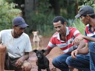 Filhos da aposentada tratam cachorrinho Pitoco como um herói