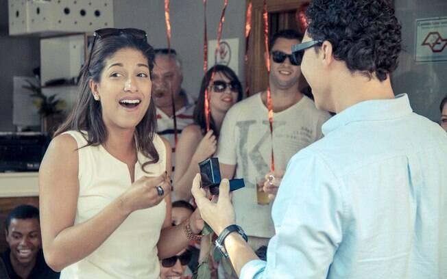Pedido do Renee para a Fernanda durante um flashmob em um bar na Vila Madalena