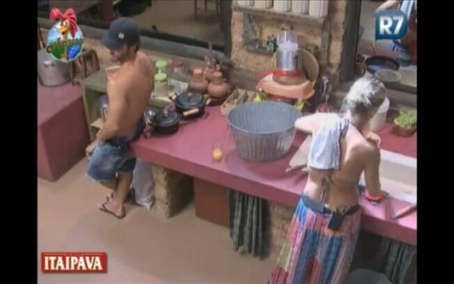 Roceiros se unem para preparar realizar a refeição