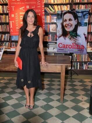 Carolina Ferraz lança livro de culinária no Rio